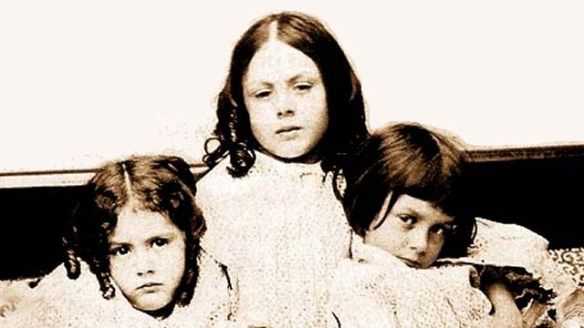 Alice Liddell With Her Sisters Edith And Lorina